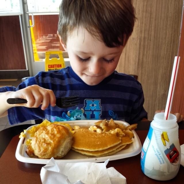 Big Breakfast. (with hotcakes)