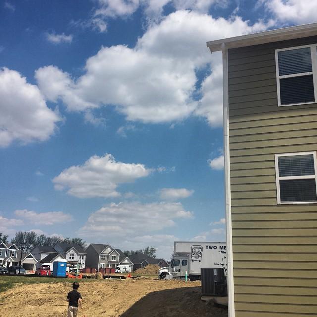 Sunny moving day @zachhopkins' house.