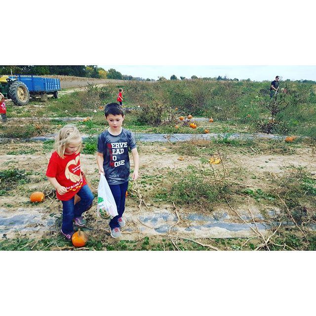 Pumpkin pickin' on SLDM field trip.