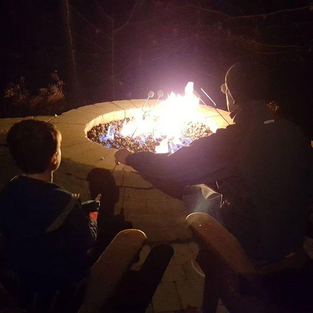 Roasting marshmallows with @mamaloon & @olewalleye