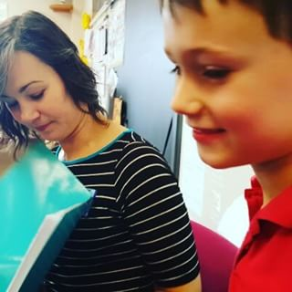 Mom reads the book Max's classmates made for him during his Star Student week @ SLDM.