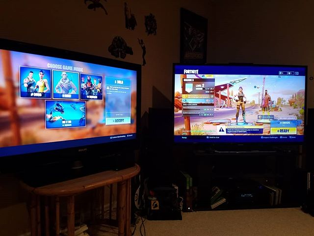 Crazy Fortnite happining in Max's lair right now...